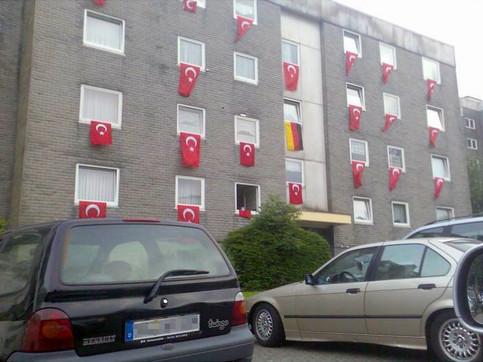 wo-wohnt-guenther-deutschland-flagge-tue